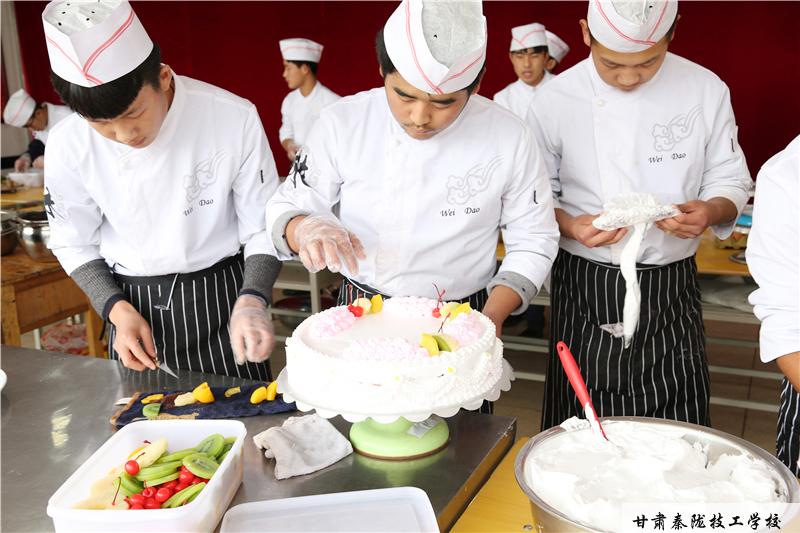 甘肃厨师学校 学历不高学厨师会被看不起吗?