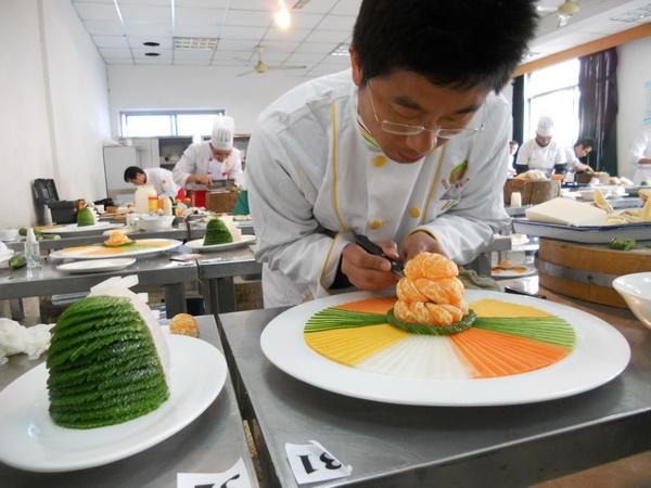 甘肃厨师学校告诉你,学厨师有出路吗?