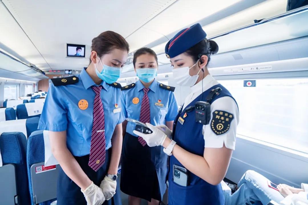 兰州高铁乘务员技校的高铁乘务专业,让你未来机遇无限